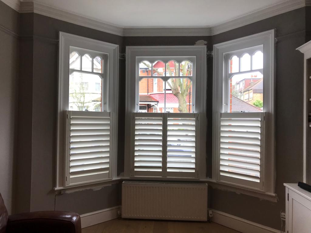 Ultimate sash windows guide. What are sash windows? How do sash windows work? We look at whether timber windows are still popular & where to find a sash window supplier. Get free advice from the London sash window company.
